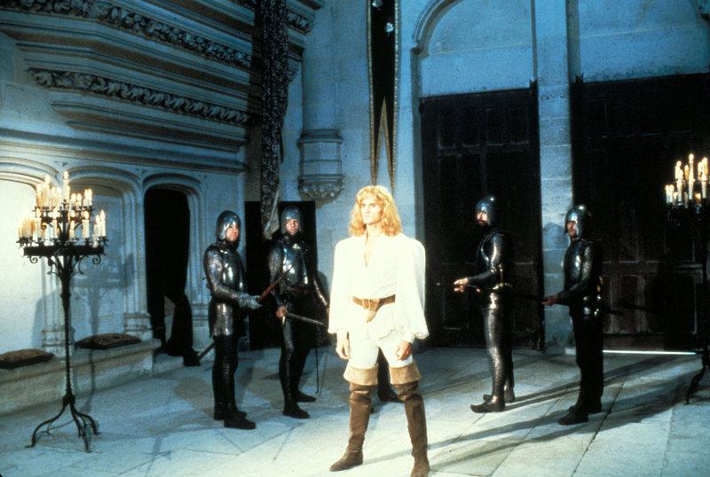 Sir Gawain (Miles O'Keeffe) hat nur ein Jahr Zeit, um die Rätsel des mysteriösen Grünen Ritters zu lösen. – Bild: Paramount