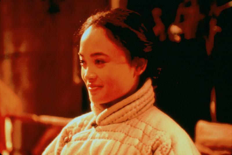 Die schöne und kampferprobte Lian (Rona Figueroa) ist von weit her angereist, um Dracos Sohn zu finden. – Bild: ZDF und Miroslav Polak