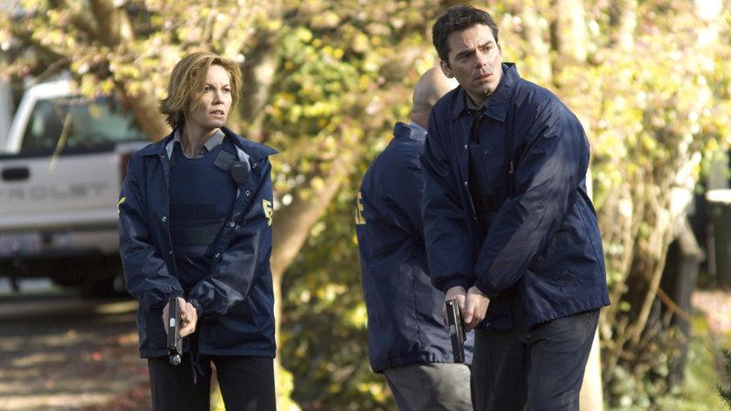 FBI-Agentin Jennifer Marsh (Diane Lane) und Detective Eric Box (Billy Burke) jagen einen erbarmungslosen Serienkiller.. – Bild: RTL II