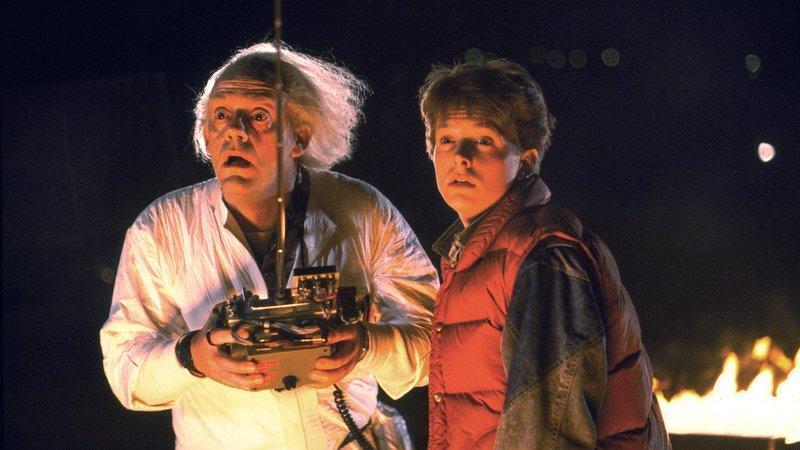 L-R: Doc Brown (Christopher Lloyd) und Marty (Michael J. Fox) – Bild: RTL II