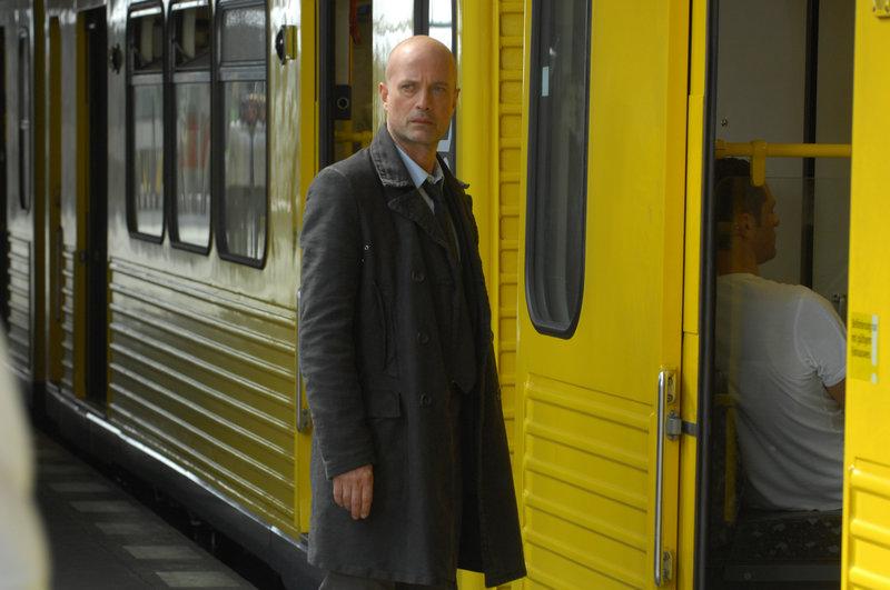 Fahrt in den Tod (Staffel 2, Folge 5) – Bild: RTS Un