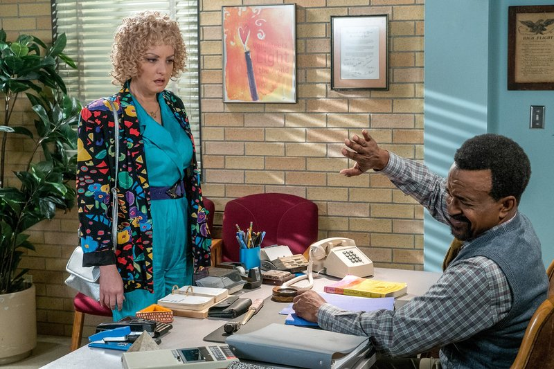 Wendi McLendon-Covey (Beverly Goldberg), Tim Meadows (Mr. Glascott). – Bild: ORF eins