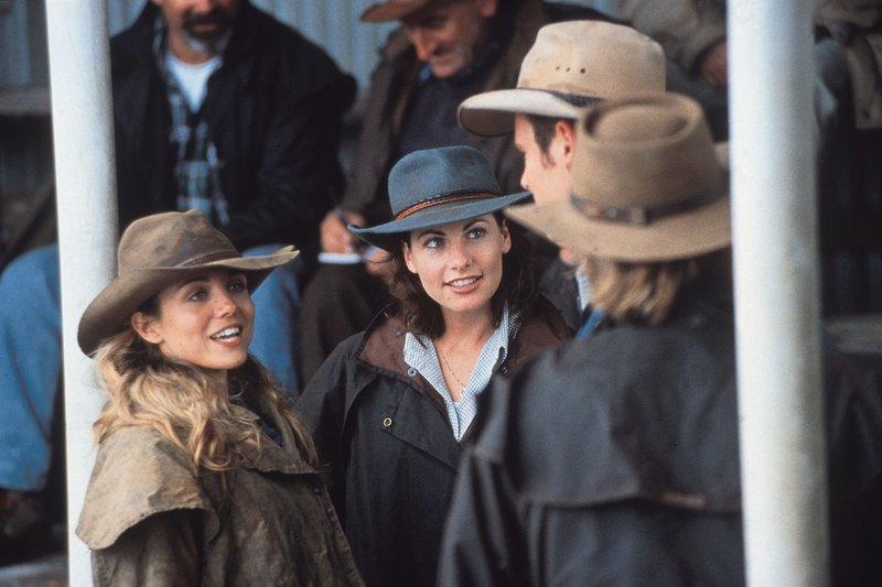 Quality: 2nd Generation. Programme Name: Mcleods Daughters - Season 1. For further information please contact Crown Media International Publicity Department on 020 7368 9100. – Bild: Glitz