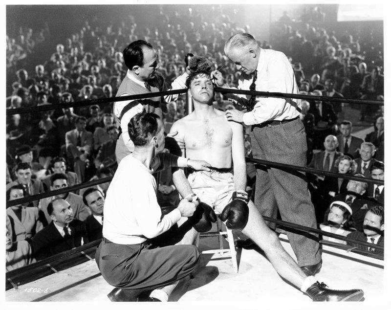Ende einer Boxkarriere: Ole Anderson (Burt Lancaster, Mitte) in seinem letzten Kampf. – Bild: ZDF und Mark Hellinger
