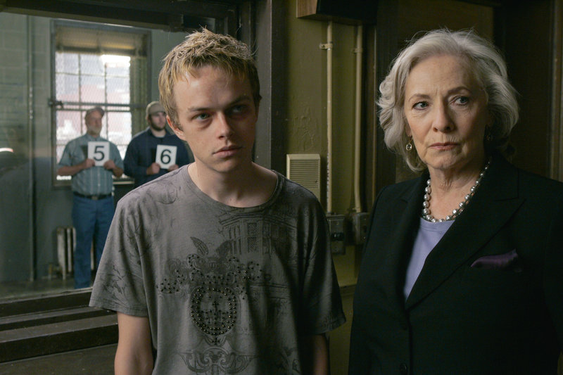 "LAW & ORDER: SPECIAL VICTIMS UNIT -- ""Lunacy"" Episode 1001 -- Pictured: (l-r) Dane DeHaan as Vincent Beckwith, Betty Buckley as Ms. Walsh -- NBC Photo: Will Hart – Bild: RTS Un"