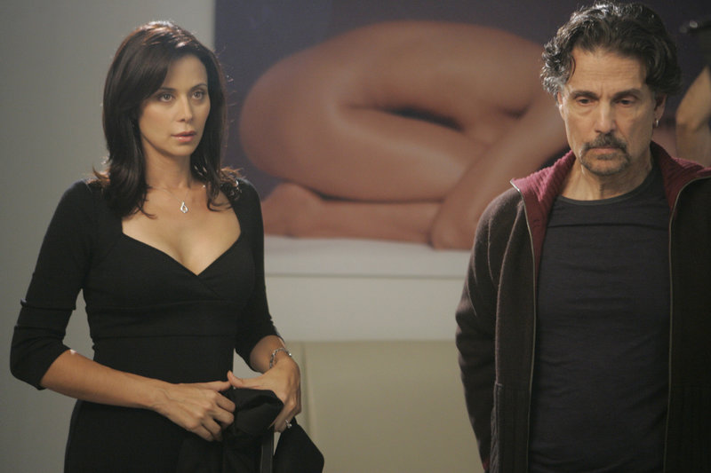 "LAW & ORDER: SPECIAL VICTIMS UNIT -- ""Choreographed"" Episode 8010 -- Pictured: (l-r) Catherine Bell as Naoimi Cheales, Chris Sarandon as Westley Masoner -- NBC Photo: Virginia Sherwood – Bild: Universal Channel"