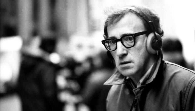 """Der Regisseur und Emmy-Preisträger Robert Weide taucht in seiner Dokumentation tief in Woody Allens Leben und kreativen Schaffensprozess ein: von dessen Kindheit über die ersten Karriereschritte bis hin zu jüngeren Filmen wie """"Midnight in Paris"""". – Bild: SWR/nfp marketing & distribution"""