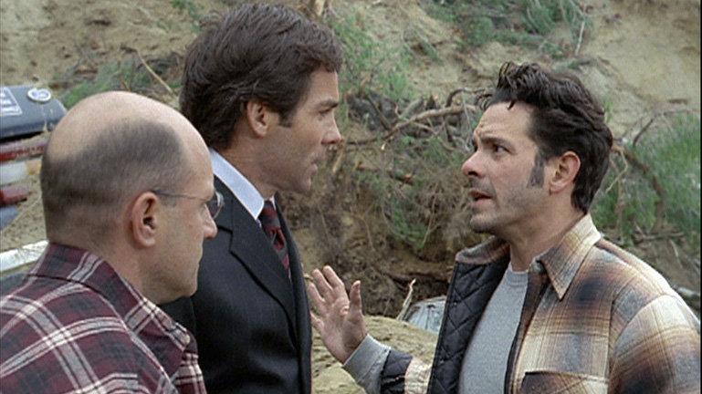 Danny Santiago (Jaime Gomez) erhebt schwere Vorwürfe gegen Stewart Hancock (Jay Pickett) und Jack Zane (Scott Alan Smith)! Aus Profitgier sollen die Verantwortlichen jedoch das geologische Gutachten gefälscht und die Stabilitätsanalysen geschönt haben... – Bild: RTL II