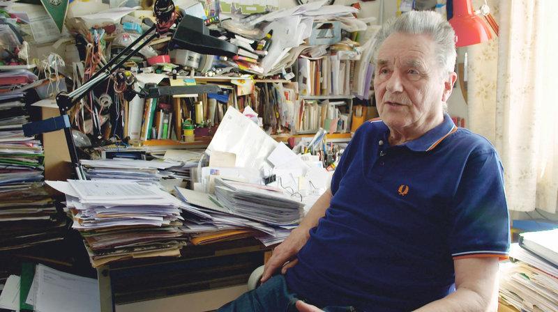 """Hermann Kipnowski versucht den Organisatoren von """"Kaffeefahrten"""" das Handwerk zu legen. – Bild: SWR"""