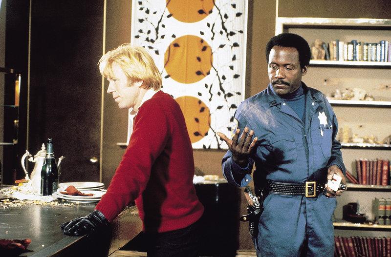 Captain Stevens (Richard Roundtree, r.) und Sean Kane (Chuck Norris, l.) sind einer Heroinschmugglerbande auf der Spur ... – Bild: Tele 5