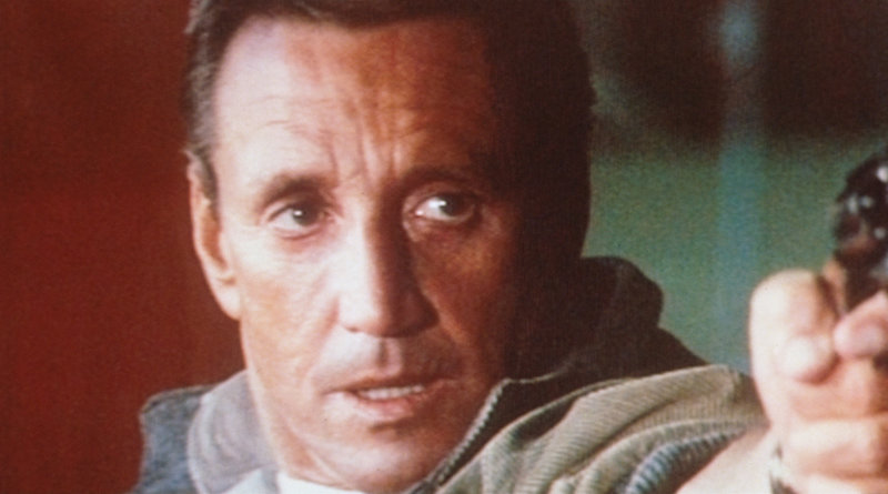 Frank Murphy (Roy Scheider) entführt den Helikopter und wird plötzlich zum 'Staatsfeind Nr. 1' ... – Bild: Columbia Pictures Lizenzbild frei