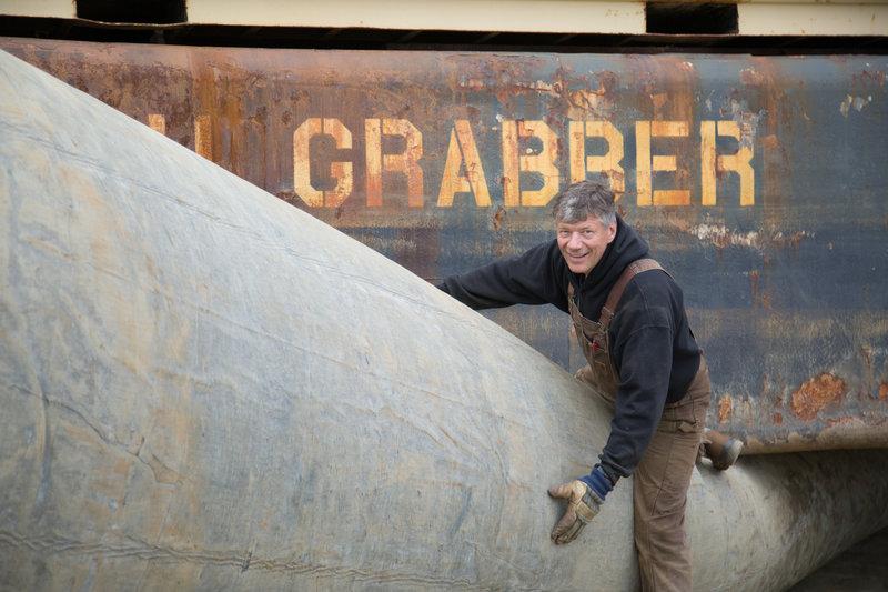 AU Grabber owner Hank Schimschat. – Bild: Discovery Channel / Trevor Hudson