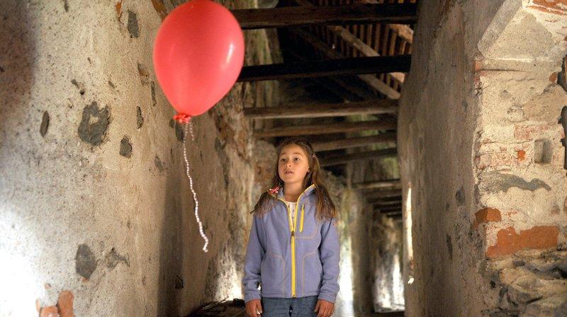 Juna (Blanca-Sveva Keune) wird entführt. – Bild: ARD Degeto/Hans-Joachim Pfeiffer
