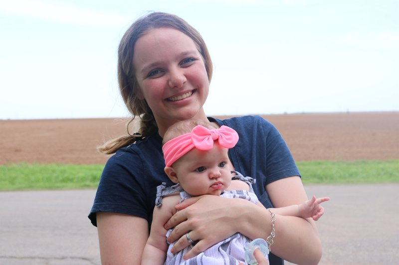 Emiley is with her daughter Aria. – Bild: Discovery Communications