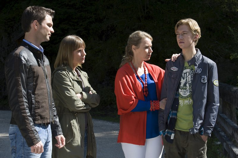 Was weiß Christian Lindner (Jonathan Dümcke, r.) über die Tat? – Bild: ZDF und Stefanie Leo
