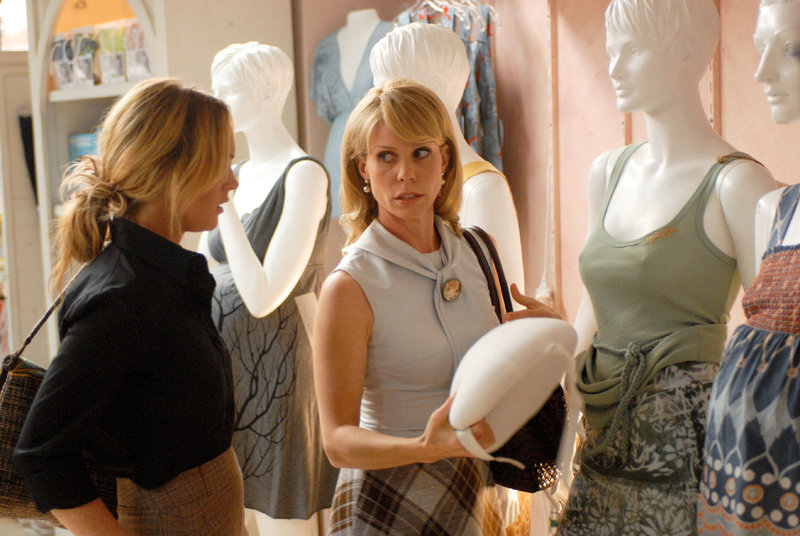 Lindsay Lohan (Thea Clayhill), Cheryl Hines (Lisa DePardo). – Bild: ORF