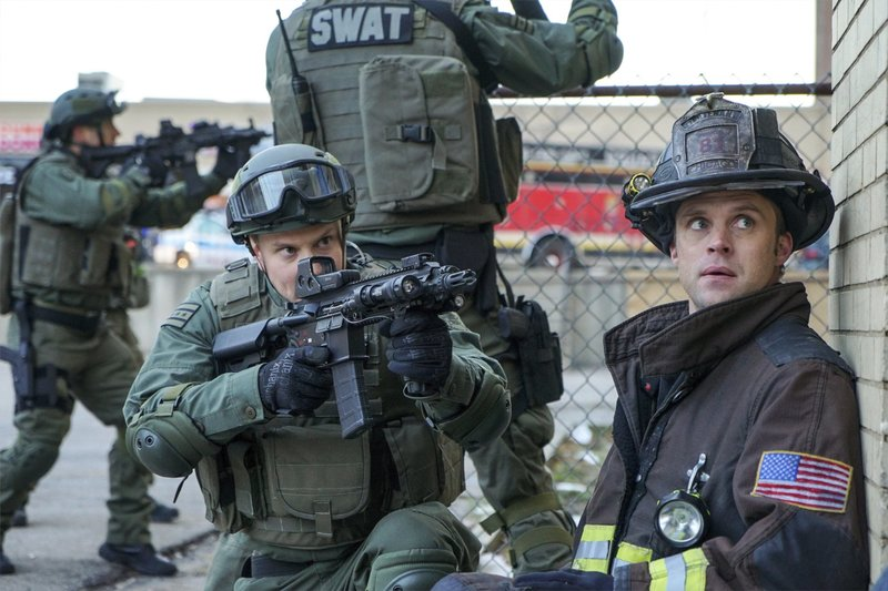 "-- ""The Sky Is Falling"" Episode 413 -- Pictured: Jesse Spencer as Matthew Casey -- (Photo by: Elizabeth Morris/NBC) – Bild: Universal TV"