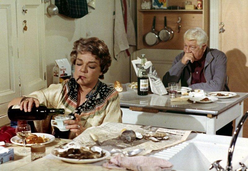 """MDR Fernsehen DIE KATZE, """"Le Chat"""", am Montag (19.05.14) um 23:40 Uhr. Julien (Jean Gabin) spricht kaum noch mit seiner Frau Clemence (Simone Signoret). Selbst sein Essen macht er sich allein. – Bild: MDR/Degeto"""