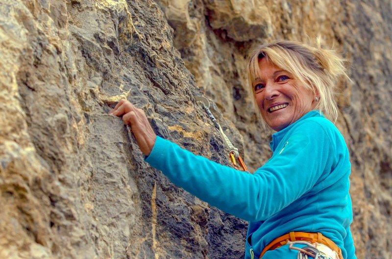 Elisabeth Rey braucht das Klettern für ihren Ausgleich. – Bild: SWR/Dieter Stürmer / Elisabeth Rey braucht das Klettern für ihren Ausgleich.