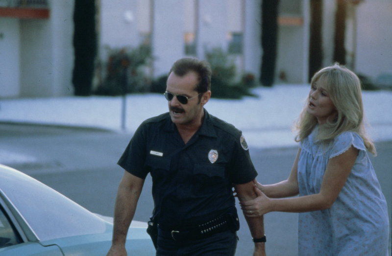 Marcy (Valerie Perrine) fleht ihren Ehemann Charlie (Jack Nicholson) an, sich nicht in Gefahr zu begeben. – Bild: ZDF und NBC Universal