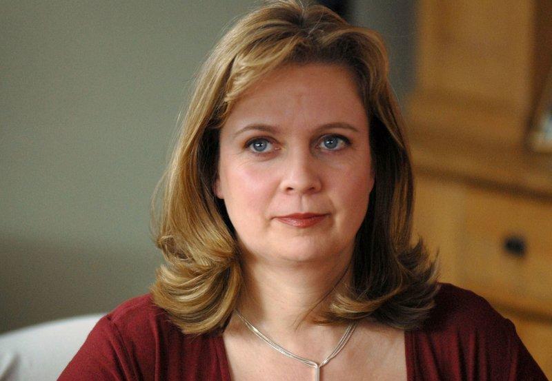 15 Uhr vom NDR im Ersten. Gabriela Maria Schmeide alias Gundula Beck. – Bild: NDR