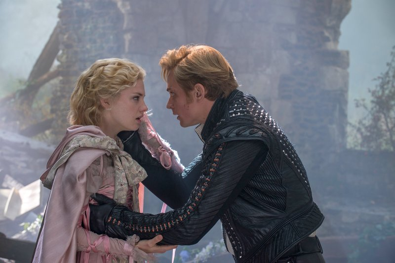 MacKenzie Mauzy is Rapunzel and Billy Magnussen is Rapunzel's Prince in Disney's humorous and heartfelt musical INTO THE WOODS, directed by Rob Marshall and produced by John DeLuca, Rob Marshall, Marc Platt and Callum McDougall. – Bild: ORF