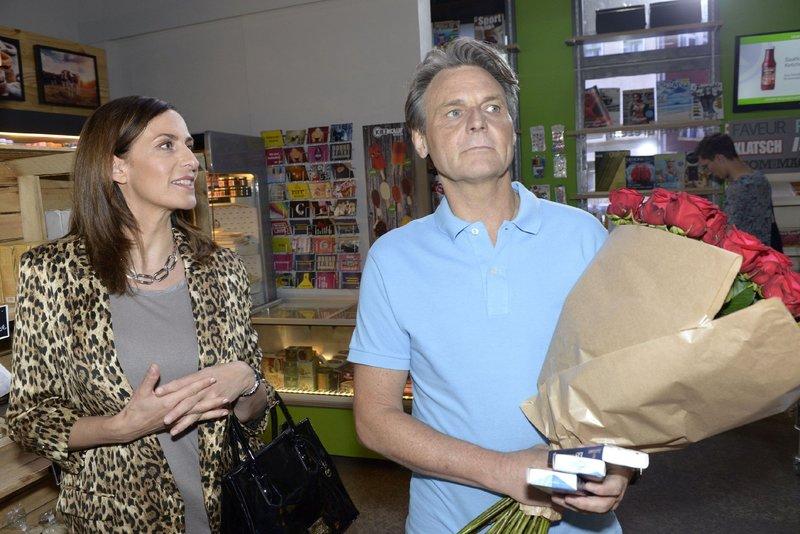 Gerner (Wolfgang Bahro) lässt Katrins (Ulrike Frank) Sticheleien an sich abprallen. – Bild: TVNOW / Rolf Baumgartner