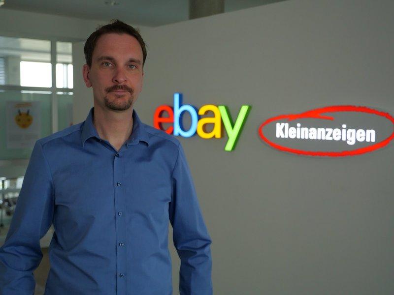 Sebastian Behncke kämpft gegen Betrüger auf eBay-Kleinanzeigen. – Bild: ZDF und Julia Matyschick.