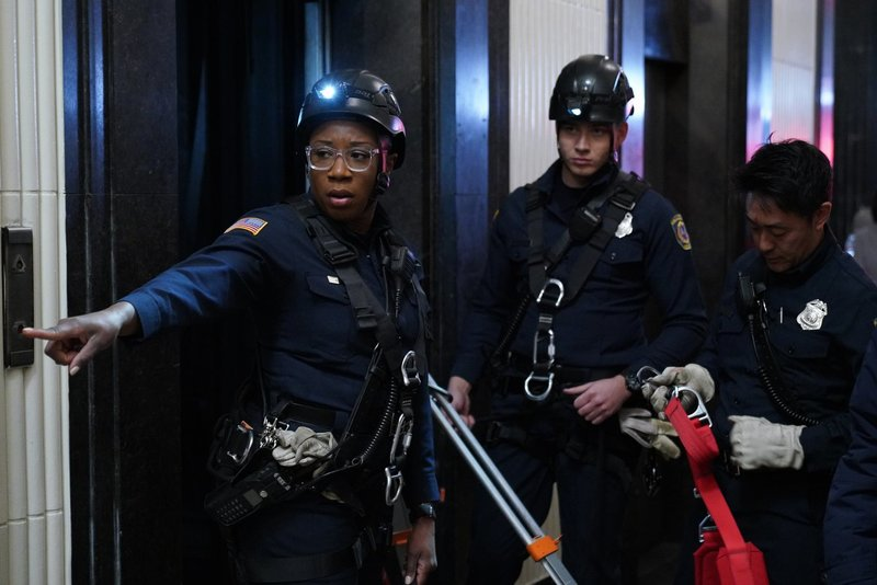 Haben mit unterschiedlichen Problemen zu kämpfen: Hen (Aisha Hinds, l.), Buck (Oliver Stark), und Chimney (Kenneth Choi) ... – Bild: 2018 Fox and its related entities. All rights reserved. Lizenzbild frei