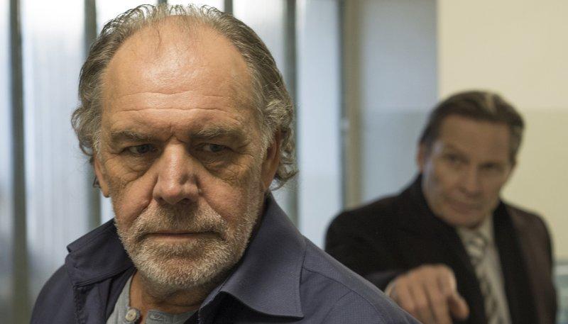 Ex-Chef Horst Zeidler (Markus Boysen, re.) bietet Thomas Borchert (Christian Kohlund) einen Deal mit der Staatsanwaltschaft an. – Bild: rbb/ARD Degeto/Graf Film/Nicolay Gutscher