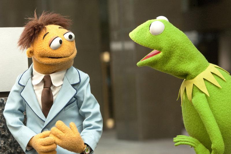 Gelingt es Walter (l.) und Kermit (r.), die große Muppets-Spendenshow vor Sabotagen der Muppets-Gegner zu bewahren? – Bild: The Muppets Studio, LLC. All rights reserved Lizenzbild frei