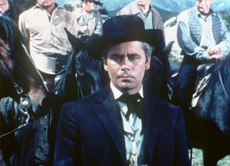 Nach dem Bürgerkrieg wird Nordstaaten-Oberst Owen Delvereaux (Glenn Ford) Richter in einer Kleinstadt. Er ist ein skrupelloser, unmenschlicher Mann, der im Krieg das Töten gelernt hat... – Bild: KAB; ProSieben Media AG