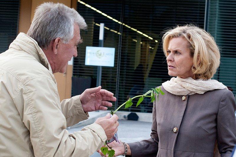 Heinz Marecek (Hannes Kofler), Andrea L'Arronge (Gräfin Schönberg). – Bild: ORF III
