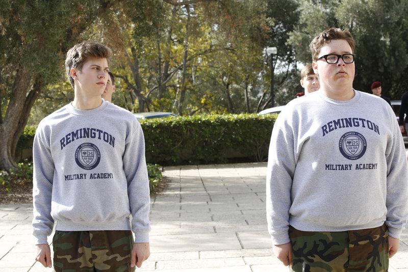 Als ein junger Marine an einer Militärakademie ermordet aufgefunden wurde, beginnt DiNozzo (Tanner Stine, l.) mit den Untersuchungen und wird dadurch an seine Vergangenheit an der Militärakademie mit Travis Phelps (Phillip Fallon, r.) erinnert ... – Bild: © CBS Television