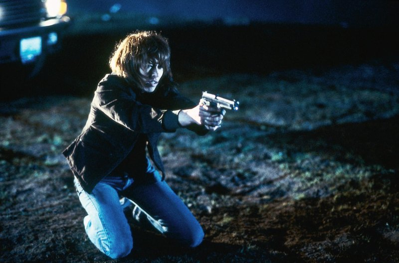 Elizabeth (Joanna Pacula) wird ahnungslos das Opfer eines gnadenlosen Plans, als sie den Mann tötet, der sie und ihren Geliebten erpresst. – Bild: VOX