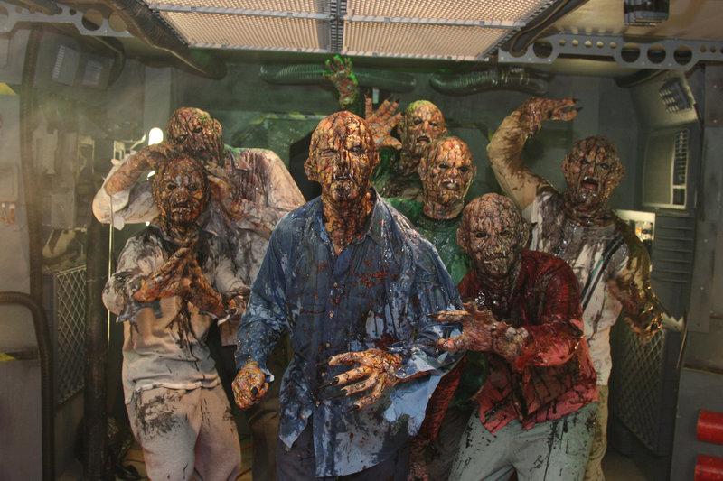 Das unterirdische Forschungslabor 320 wird zur tödlichen Falle: Mutanten, die in der Einrichtung gezüchtet wurden, sind ausgebrochen und machen sich über die Wissenschaftler her. – Bild: RRS