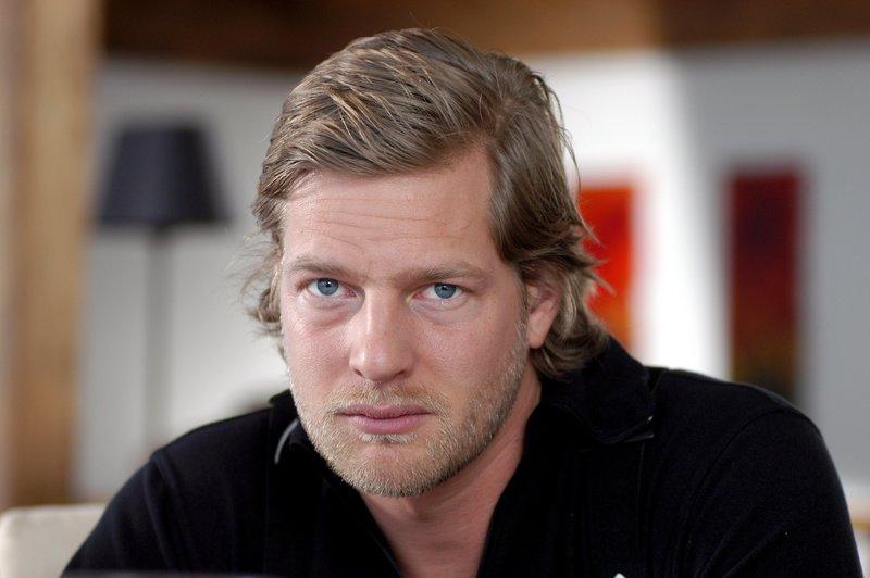 Peter Fischer (Henning Baum). – Bild: ZDF und Bernd Schuller