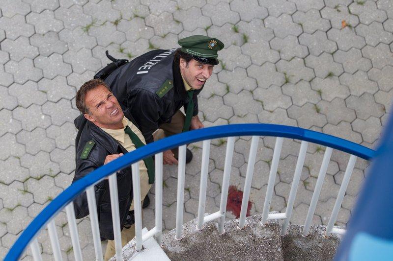 L-R: Hubert (Christian Tramitz) und Staller (Helmfried von Lüttichau) – Bild: TMG