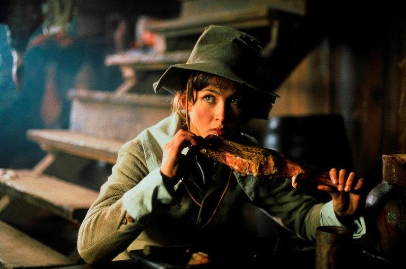 Auf der gefahrenvollen Reise nach Paris versucht sich Eloïse d'Artagnan (Sophie Marceau) als Mann durchzuschlagen. Um nicht aufzufallen, schreckt sie selbst vor üppiger Kost nicht zurück. – Bild: ARTE F / © 1993 Little Bear/Ciby Da/TF1 FP