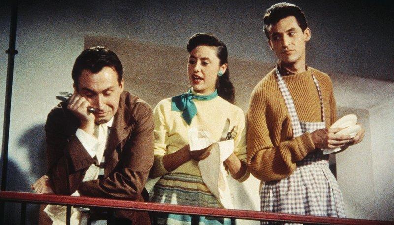 Die drei jungen Pariser Musikstudenten Kathrin (Caterina Valente), ihr Bruder Sylvio (Silvio Francesco, r.) und dessen Freund Pierre (Peter Alexander) sind leider pleite. – Bild: MDR/Kineos