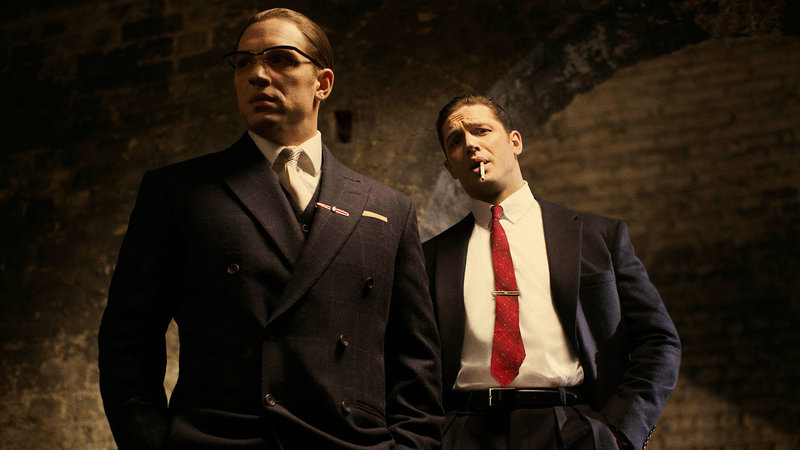 Tom Hardy as Reggie Kray / Ron Kray – Bild: 2015 Entertainment One Benelux. All Rights Reserved.