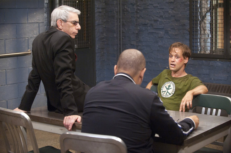 "-- ""Double Strands"" Episode 1302 -- Pictured: Richard Belzer as Det – Bild: Universal Channel"