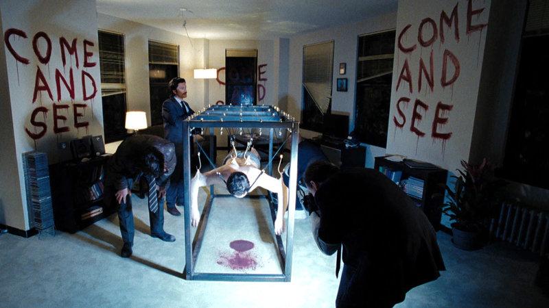 Detective Breslin (Dennis Quaid) bekommt es mit einer Serie mysteriöser Ritualmorde zu tun.. – Bild: RTL Zwei