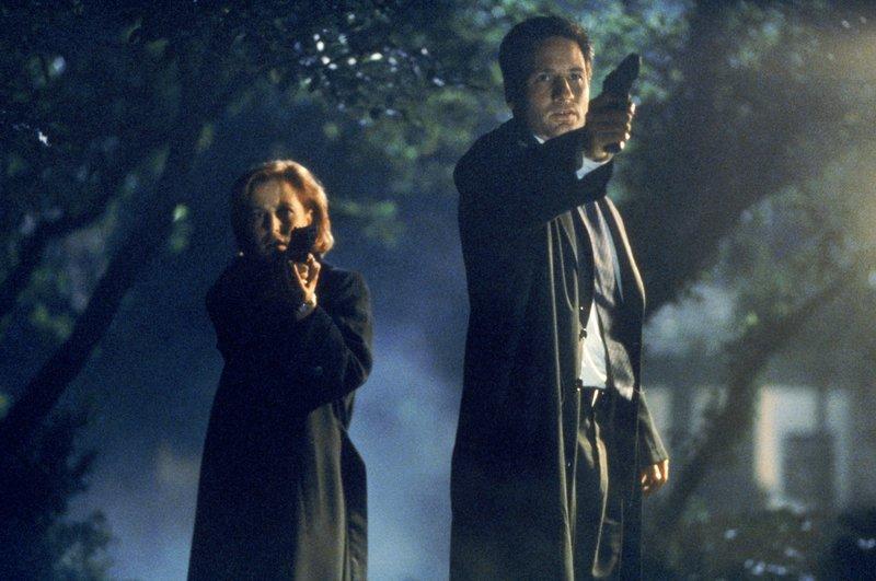 Dana Scully (Gillian Anderson, l.); Fox Mulder (David Duchovny, r.) – Bild: OPTN