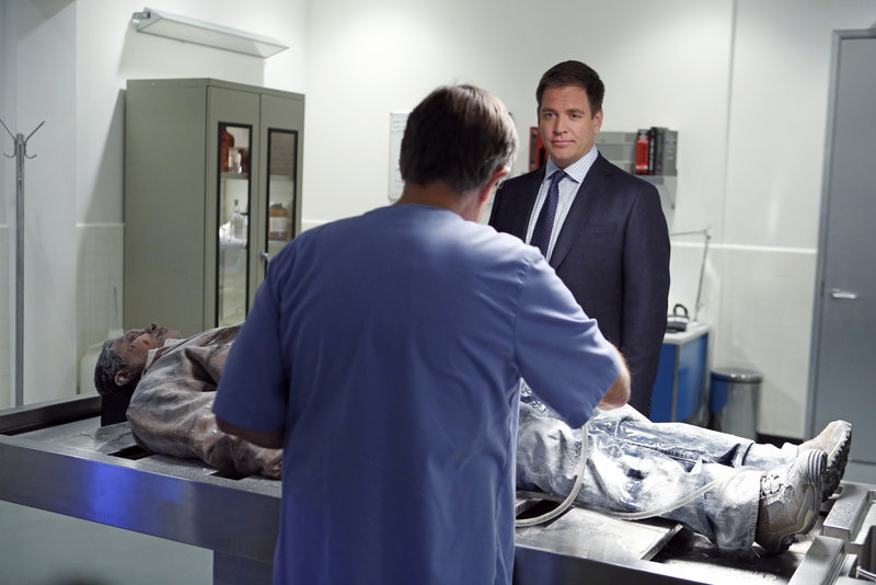 Pictured left to right: David McCallum as Donald Mallard and Michael Weatherly as Anthony DiNozzo. – Bild: 2013 CBS Broadcasting Inc. All Rights Reserved / Cliff Lipson