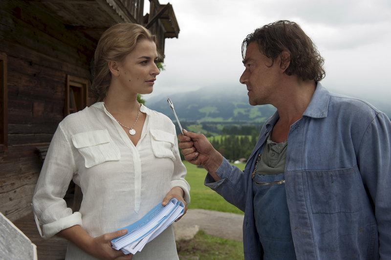 Arthus Distelmeiers (Martin Feifel) Tochter Anne (Ines Lutz) ist heimgekehrt. Seine Freude währt nicht lang. – Bild: ZDF und Thomas R. Schumann