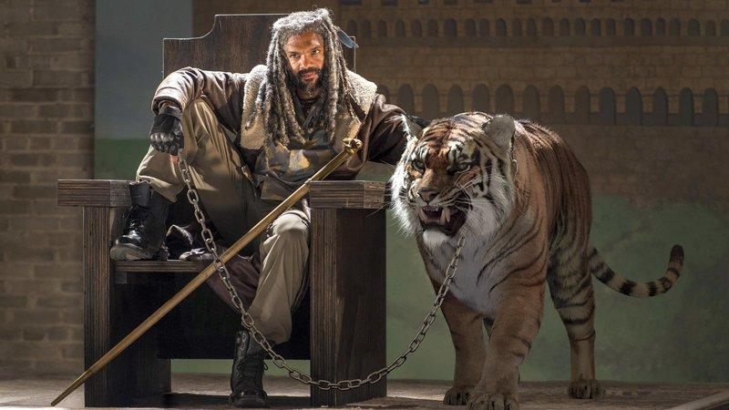 König Ezekiel (Khary Payton) mit seinem Tiger 'Shiva' Photo Credit: Gene Page/AMCKönig Ezekiel (Khary Payton) mit seinem Tiger 'Shiva' Photo Credit: Gene Page/AMC – Bild: RTL Zwei
