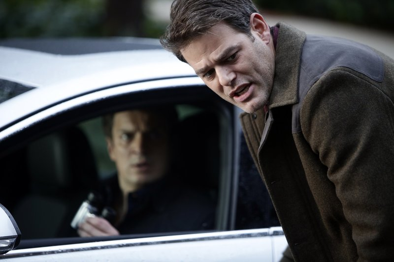 Noch ahnen Cole (Ivan Sergei, vorne) und Castle (Nathan Fillion, hinten) nicht, dass sie Opfer eines großen Komplotts werden ... – Bild: ABC Studios Lizenzbild frei