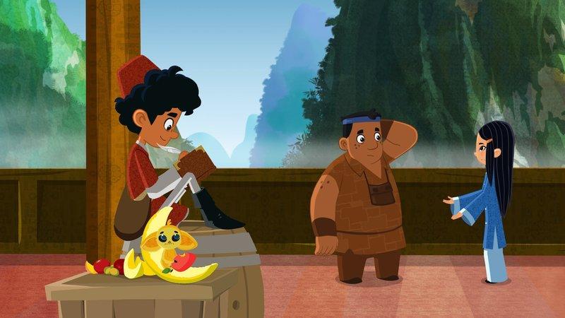 """""""Die Abenteuer des jungen Marco Polo"""", """"Große Hoffnungen in Hangzhou."""" Endlich sind Marco, Shi La, Luigi und Fledermaus Fu Fu im quirligen Hangzhou angekommen. Hier soll Shi Las verschollene Mutter leben und Shi La kann es kaum erwartet, sie endlich in die Arme zu schließen. Doch kaum angelandet, werden unsere vier Helden schon bedrängt. Die Gruppe nennt sich selbst """"Die Phönixe""""; netter Name, schlimmes Benehmen: denn die Phönixe verlangen Steuern - einfach auf ALLES! Marco, Shi La und Luigi sollen für alle möglichen und unmöglichen Dinge zahlen: Laufen, Rufen, Schwimmen bei Nacht. Aber es kommt noch dicker! Denn """"Die Phönixe"""" scheinen nicht die einzigen Geldeintreiber zu sein! Auch """"Die Löwen"""" verlangen von unseren Helden jede Menge Geld. """"Phönixe"""" und """"Löwen"""" behaupten, im Auftrag des Statthalters zu arbeiten. Marco und seine Freunde kommen einem Betrug auf die Spur! Können sie die Betrüger dingfest machen und auch endlich Shi Las Mutter finden? – Bild: ORF 1"""