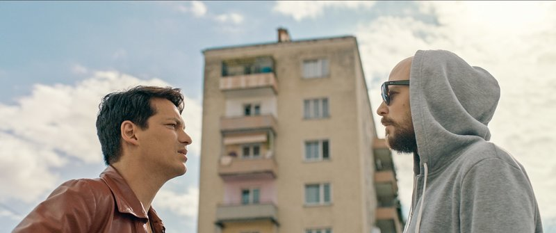 Im Bild (v.li.): Benny (Faris Endris Rahoma), Marko (Aleksandar Petrovic). – Bild: ORF